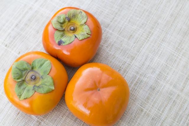 柿とヨーグルト