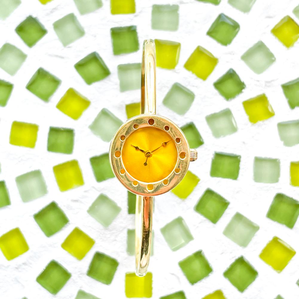 ミモザの願いバングル型腕時計に込める想い