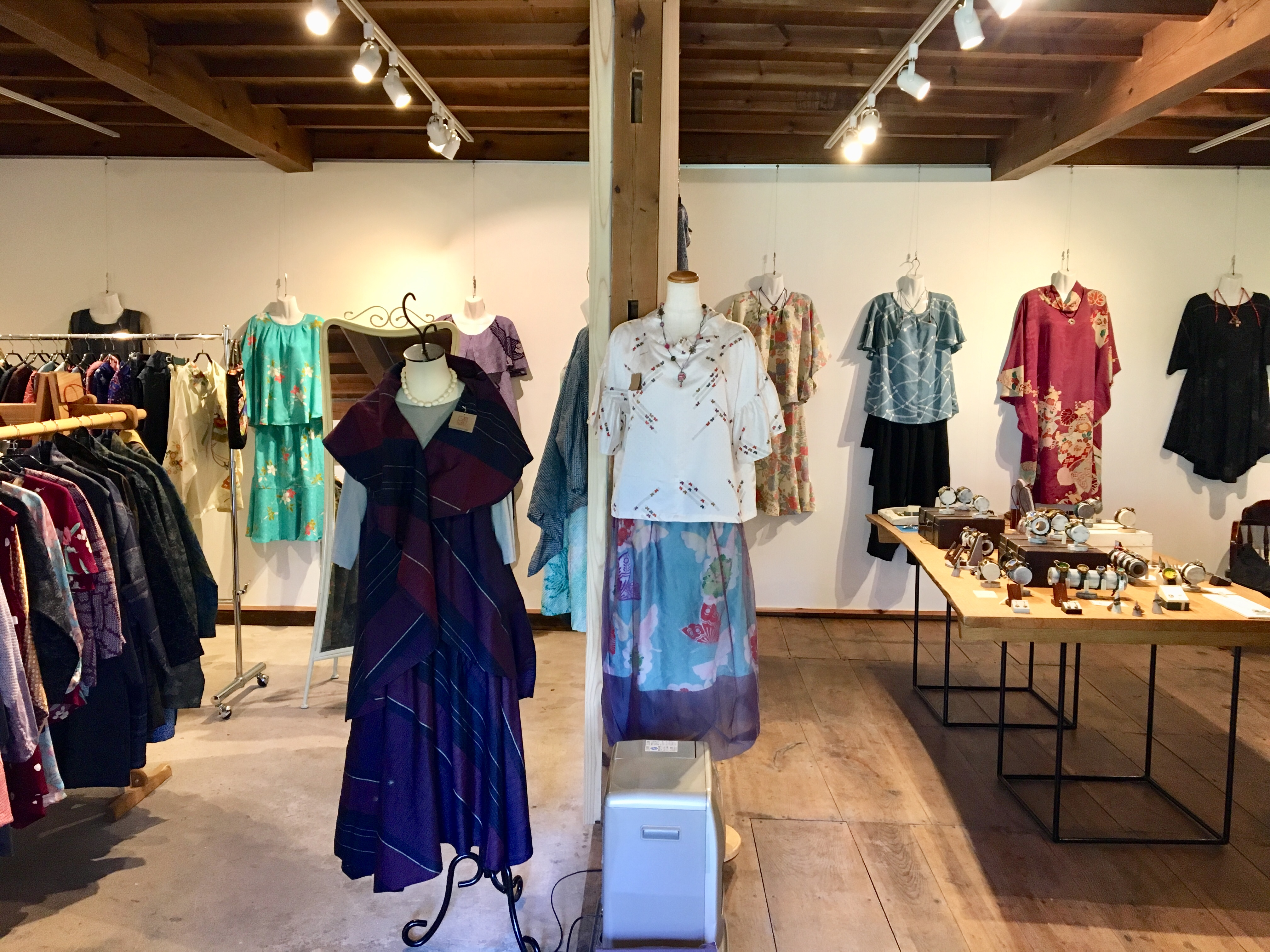 山梨県の趣のある古民家ギャラリーにて着物リメイクと手作り腕時計の親子展開催