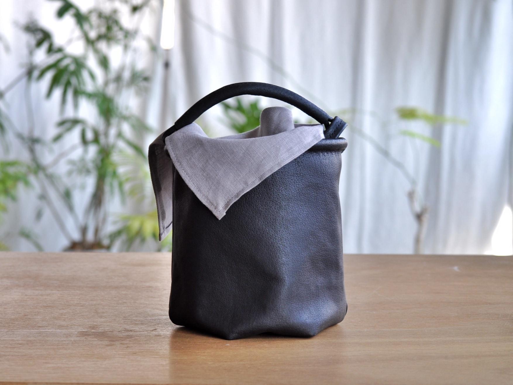 革の六角形バケツバッグ、本日発売開始です。