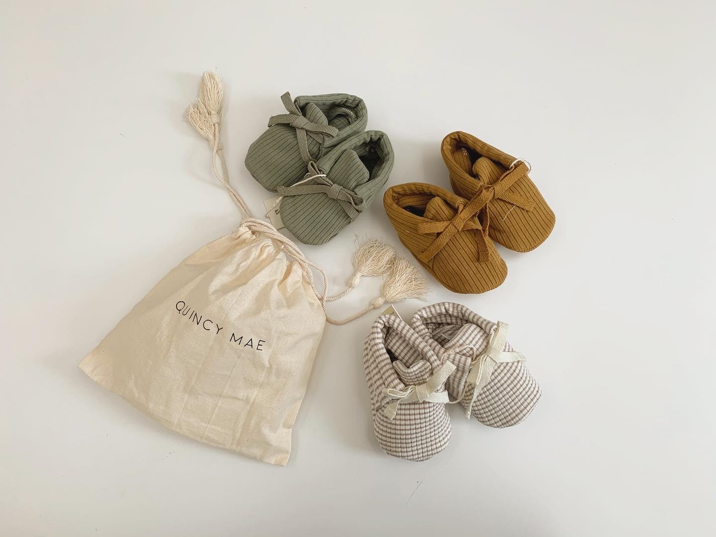 new in! Quincy Mae baby booties♡