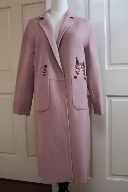 猫の刺繍のくすみピンクの可愛いハーフコート