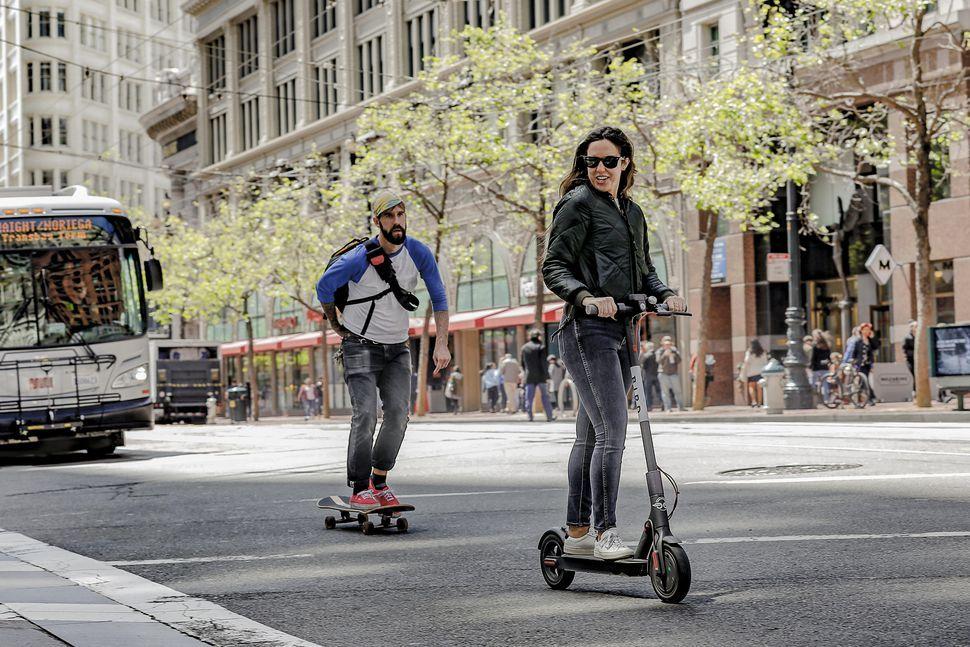 JEMONO記事|電動キックボードと電動スケートボード
