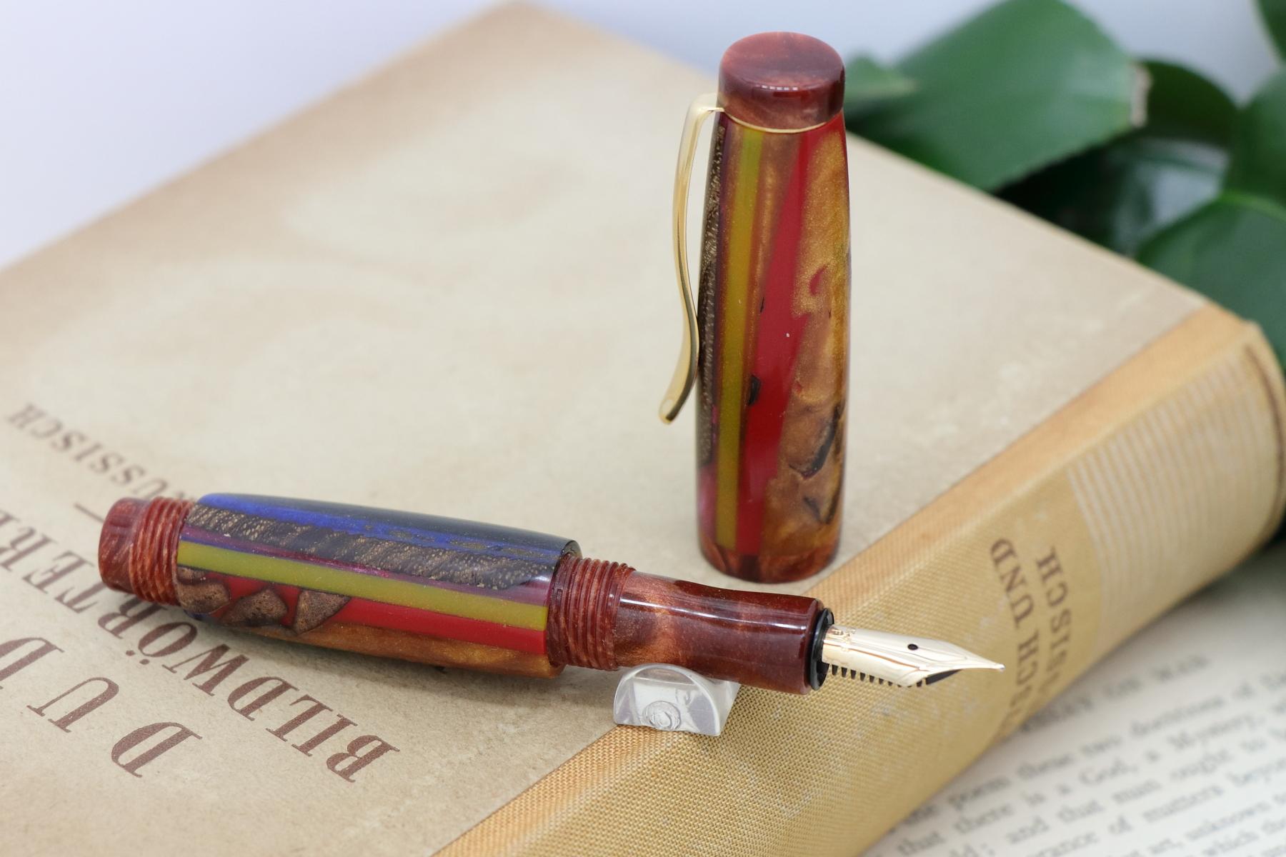 Symphoniae mini シリーズの新作万年筆を追加致しました。全て一点物で販売中です。