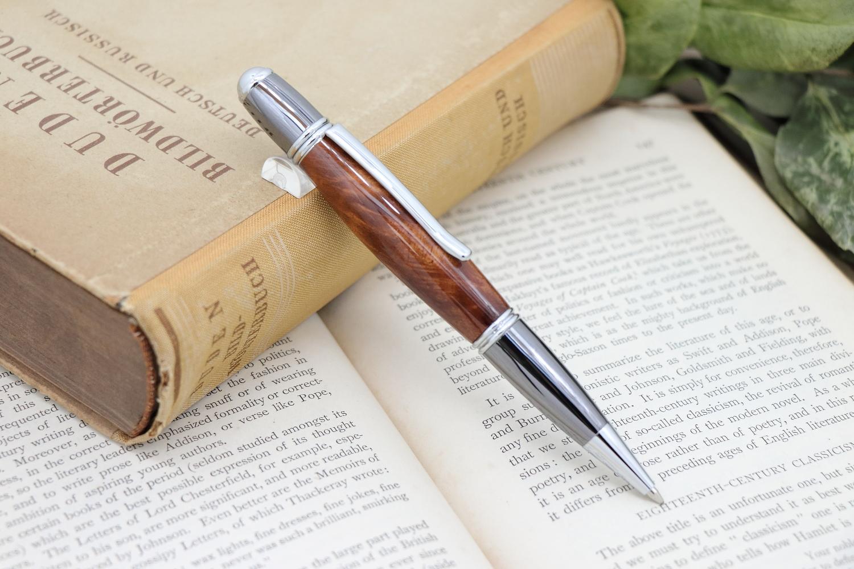 【Primus】シリーズにカテドラル生地、木のペンの新作を追加いたしました。
