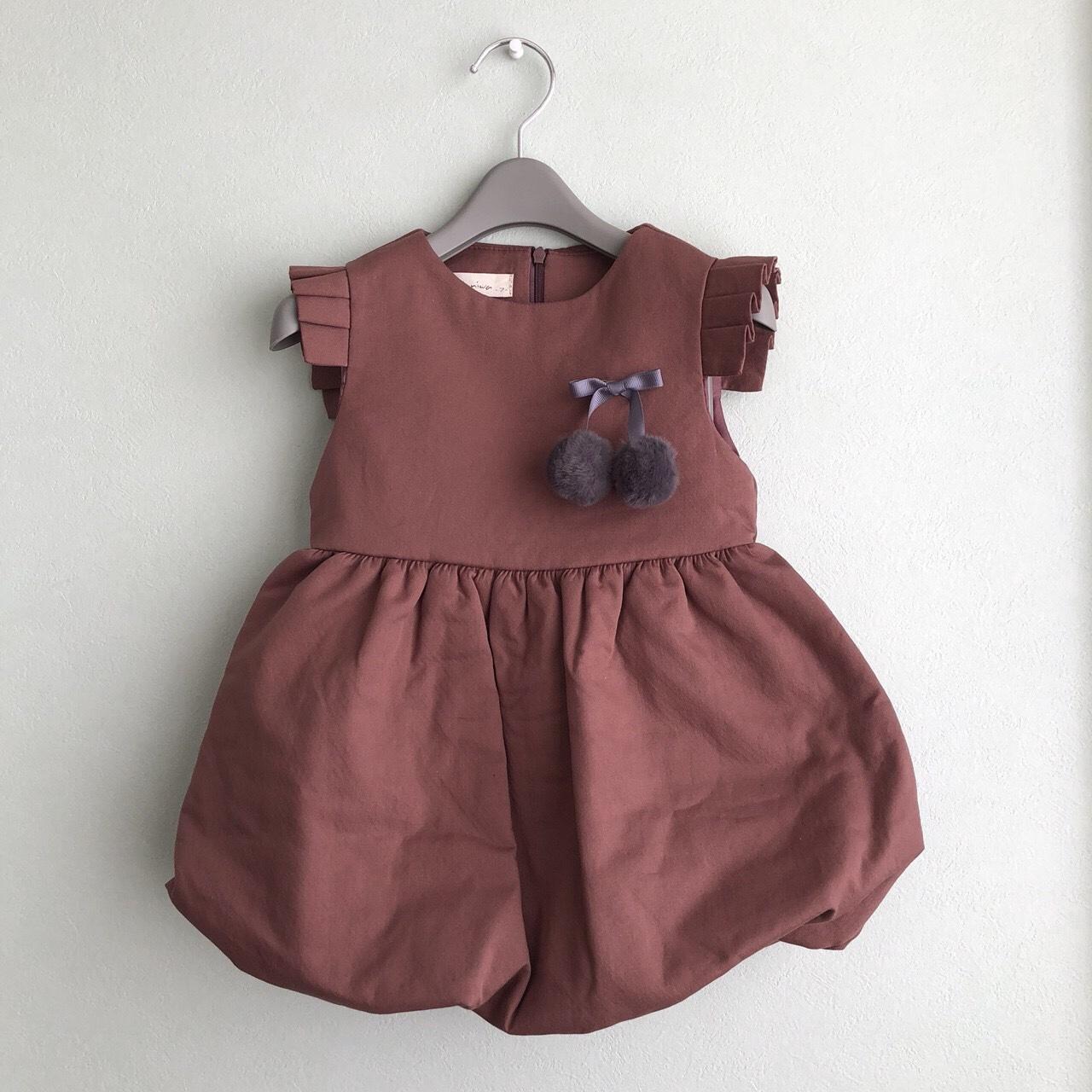 大人の洋服のデザインをそのまま小さくしたようなお洒落な子供服