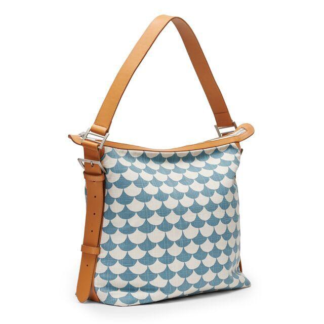 可愛いだけじゃない、充実の内ポケットが使いやすいショルダーバッグ。通勤・通学、旅行バッグにぴったり