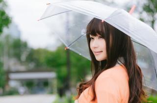 雨の日の傘のにおいに!