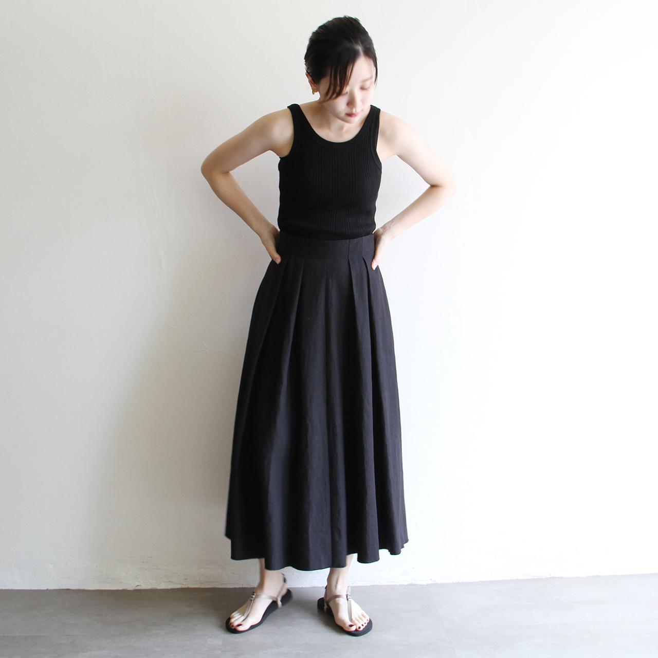 夏のブラックスタイルは肌見せ&シルエット重視で!
