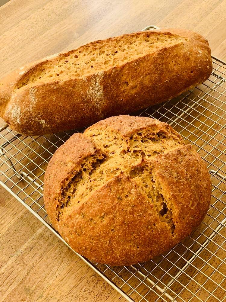 古代に想いを馳せて食べるパン
