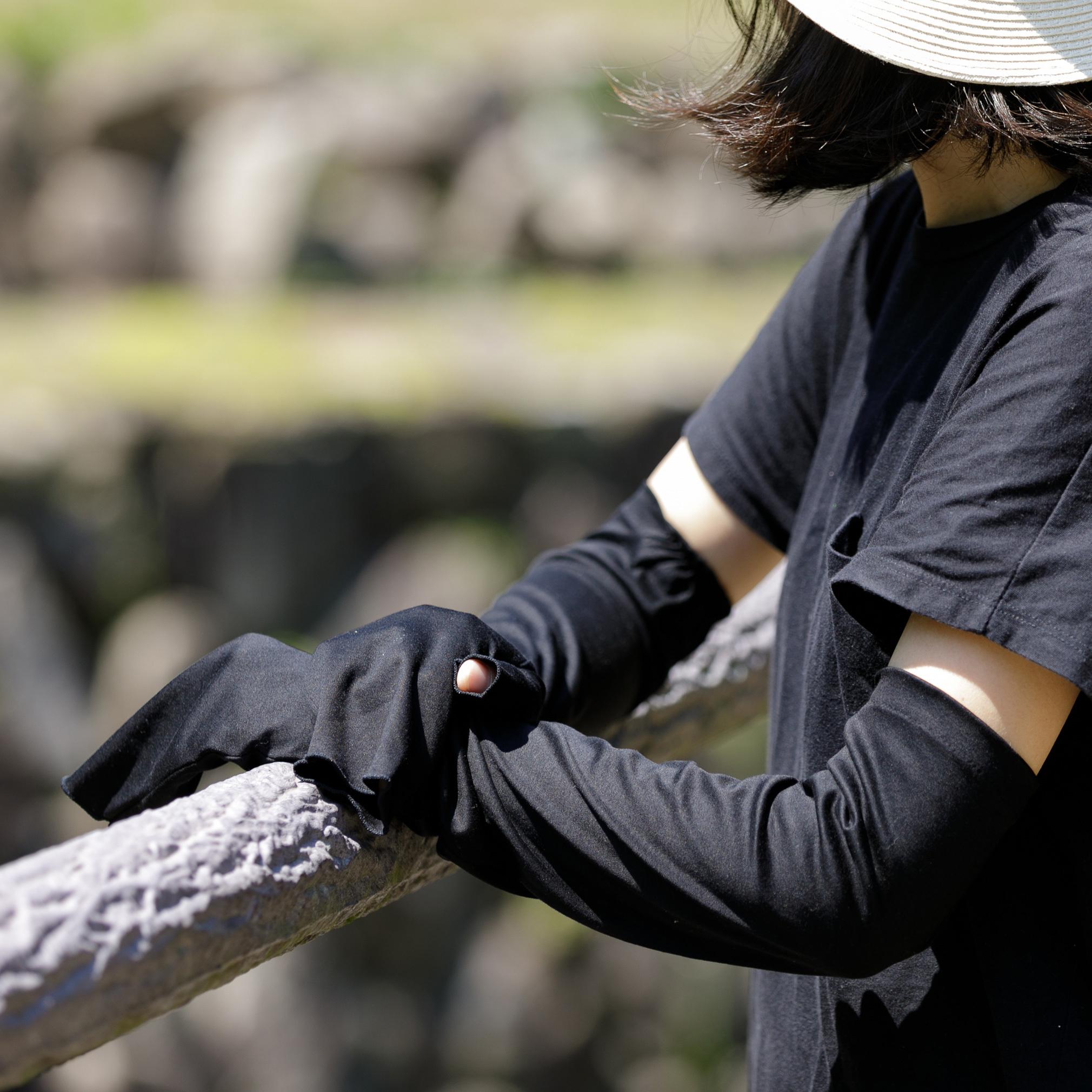 春のお出かけに、スベスベ素材が気持ち良いハンドソックスがオススメ!