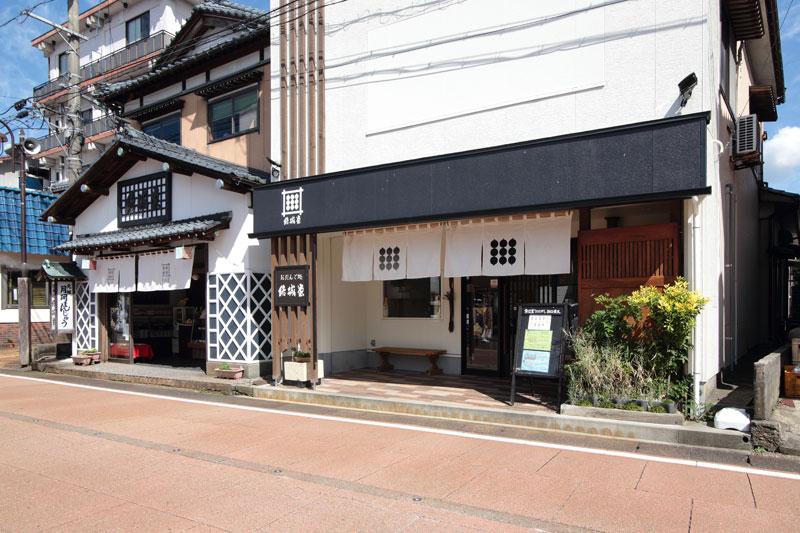 結城堂 だんご店(本店右隣)