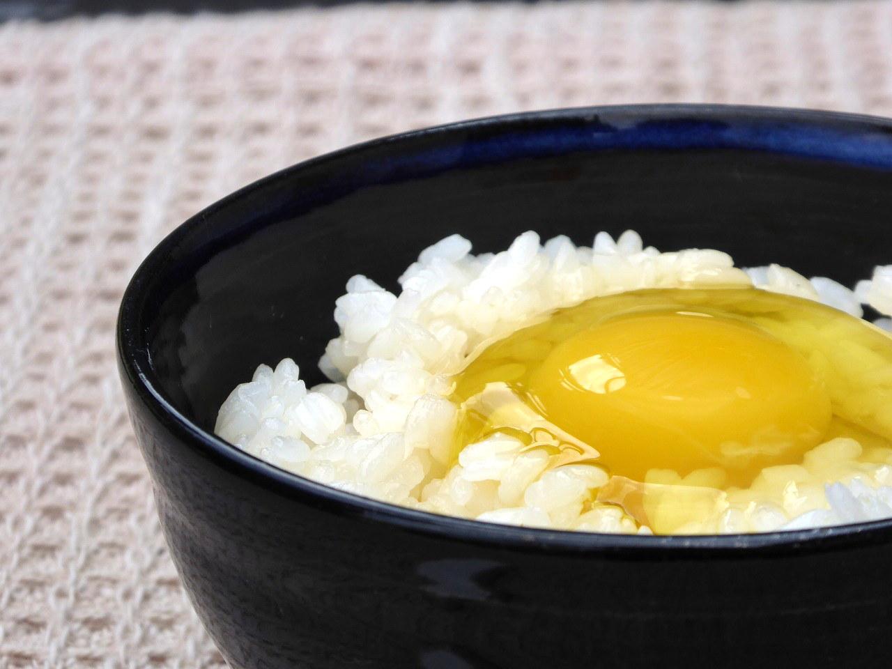 「山口県楠でぼくらが作った卵」の黄身と、鶏のエサについて