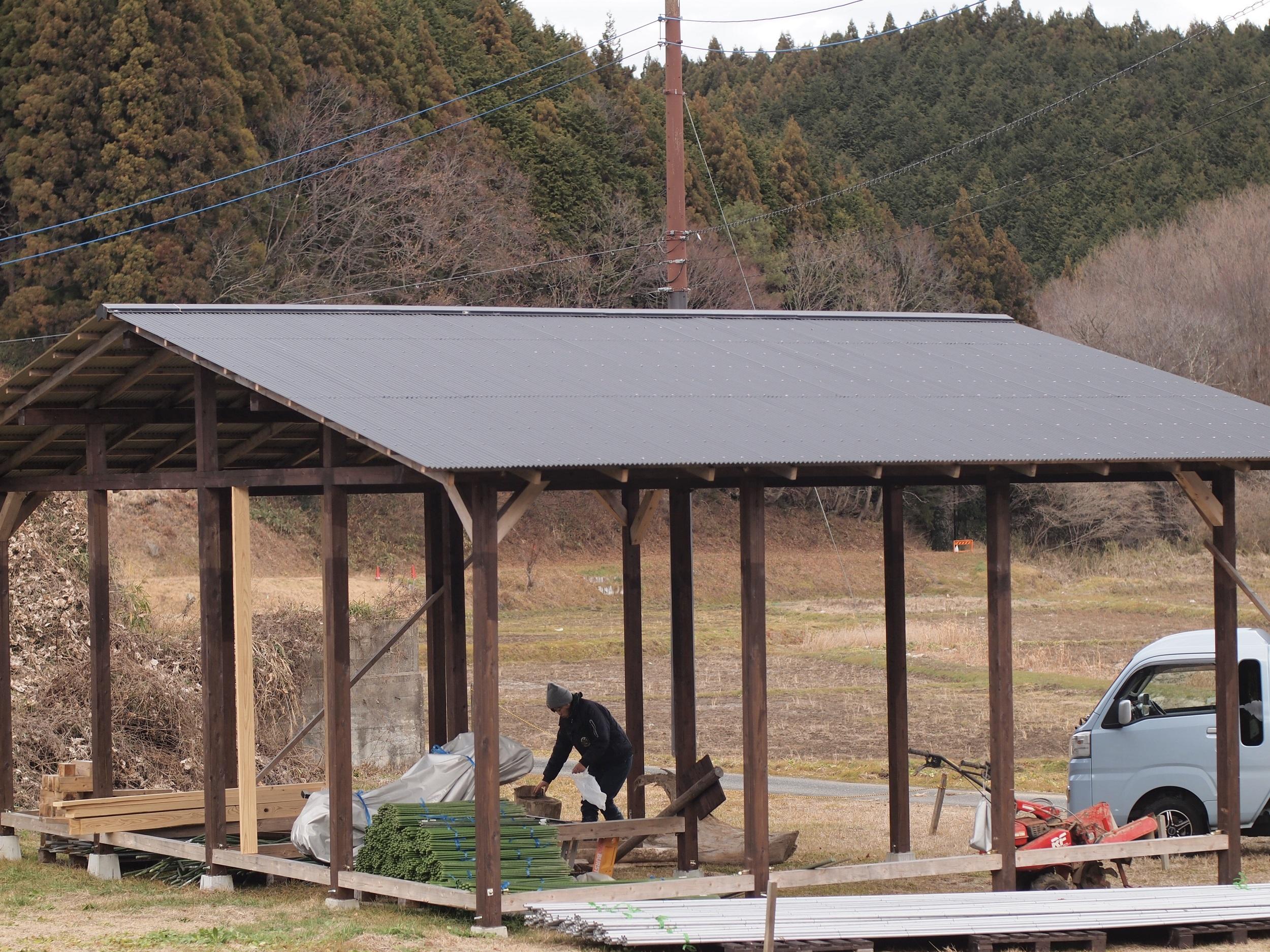 【畑小屋の屋根張りと出店情報】