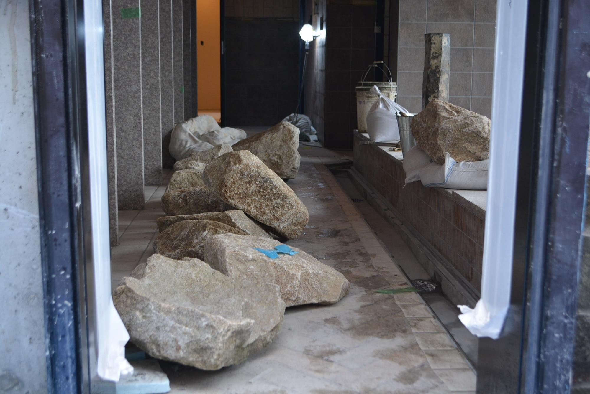 ドーミーインの大浴場 石のこだわり③ 〜いよいよ石組み〜
