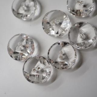 ヴィンテージガラスの美しさ際立つクリアボタン&北海道にお住いの皆様耳寄り情報