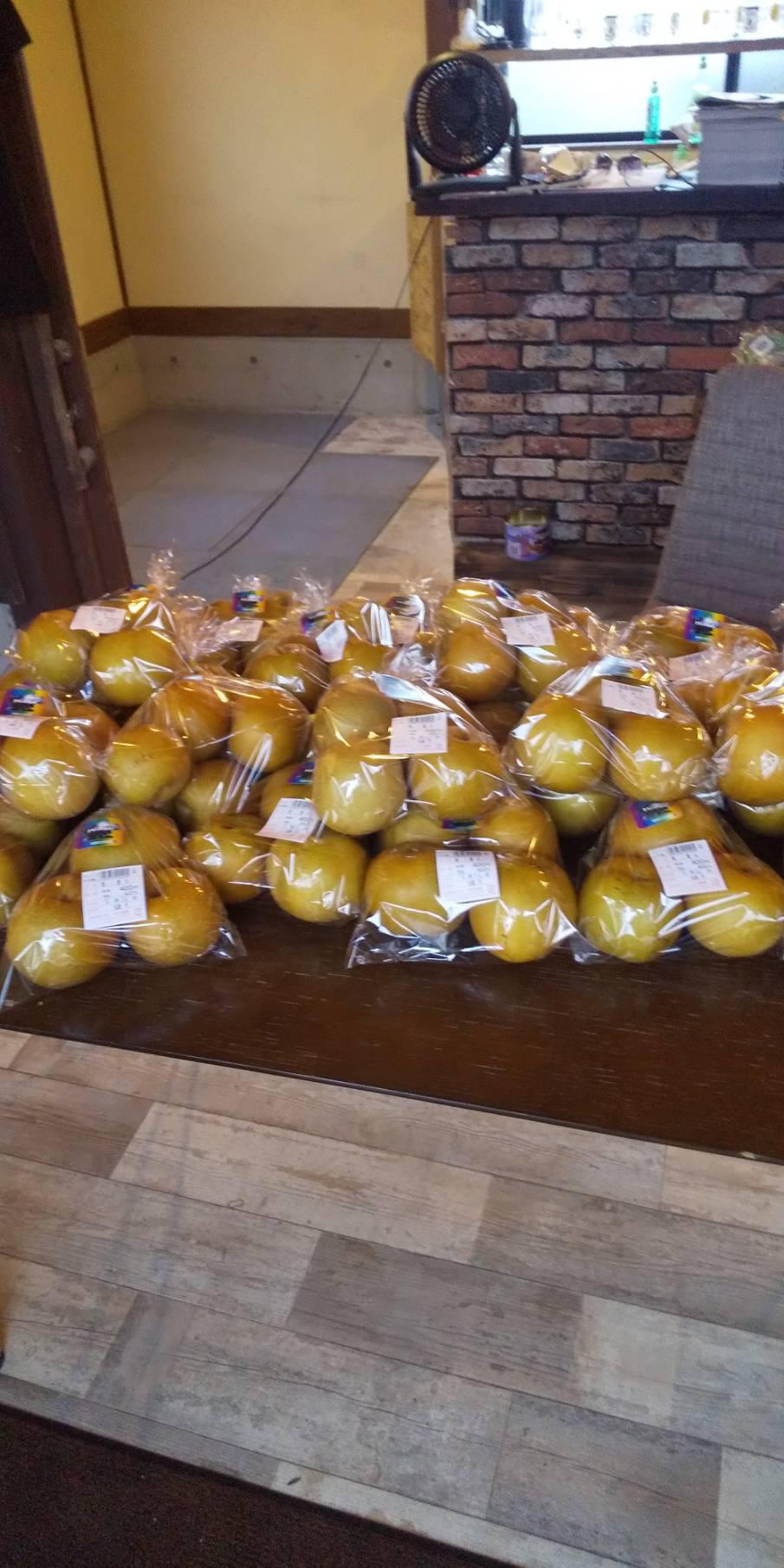 只今、甘みが強く優しい酸味。果汁たっぷりの豊水販売中です!