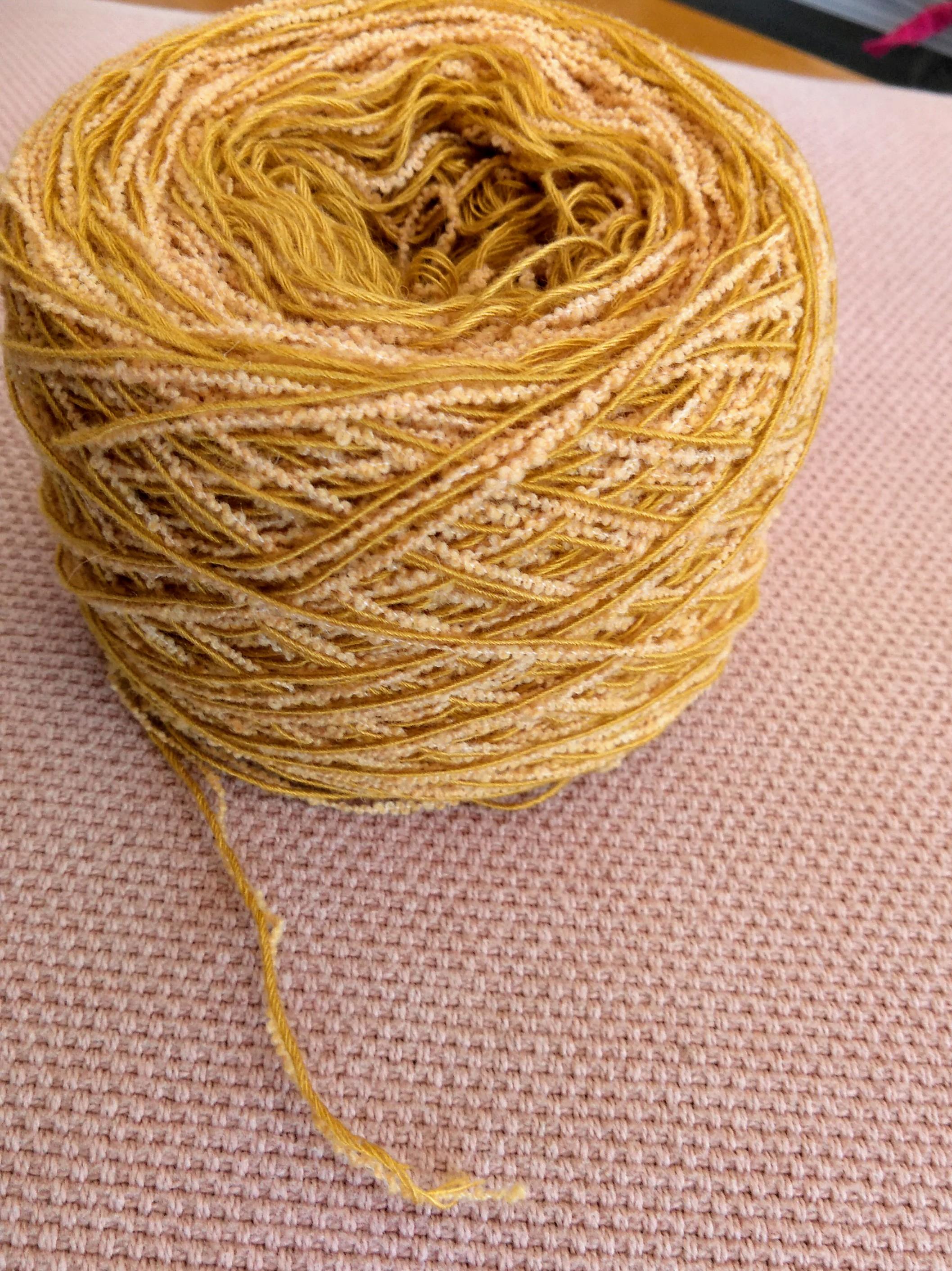 ミモザをイメージた綿糸。