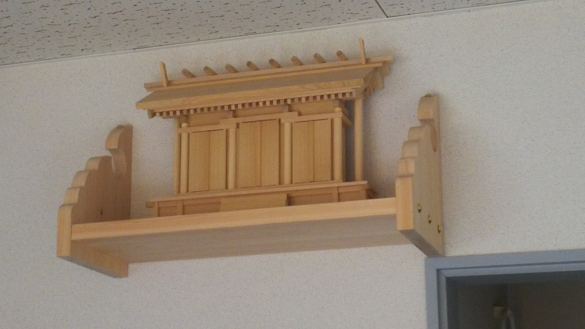 神棚に納める宮形(通し屋根三社宮)納品