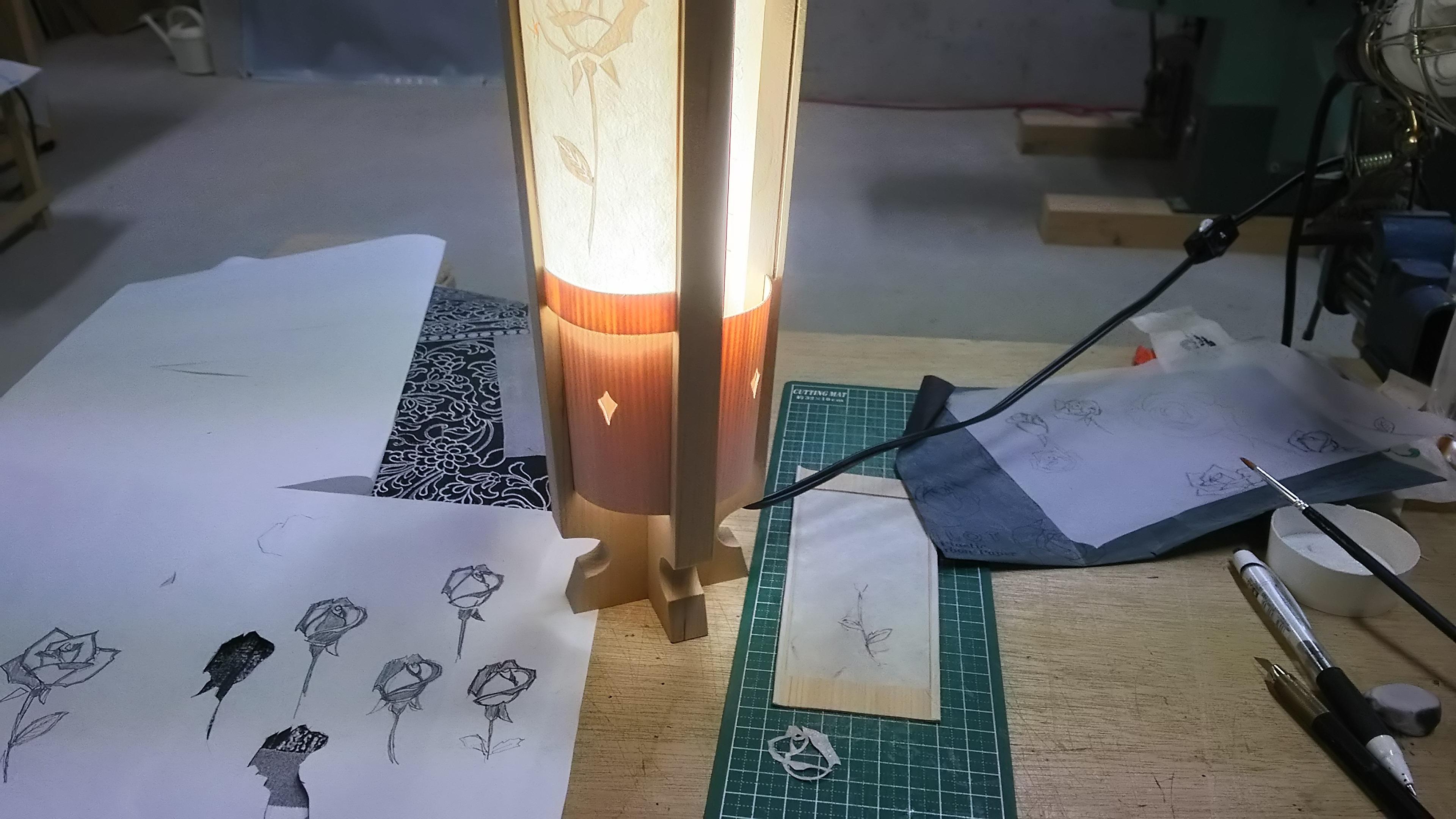 薔薇の切り抜き模様をあしらった、青森ヒバ 木製 オリジナル 照明