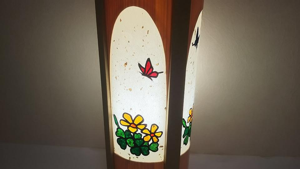 クローバー? いや カタバミ! 青森ヒバ、和紙切り絵デザイン ランプ