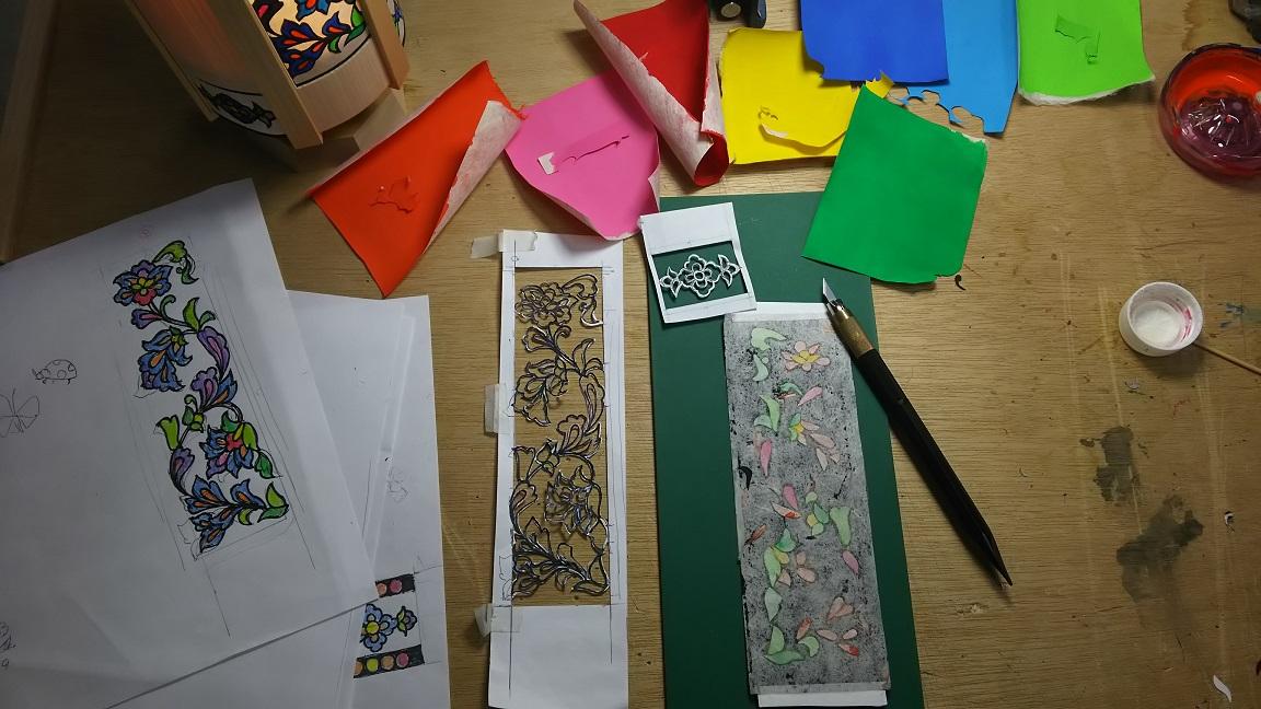 色鮮やか 切り絵デザイン 和紙と木のやわらかな灯り