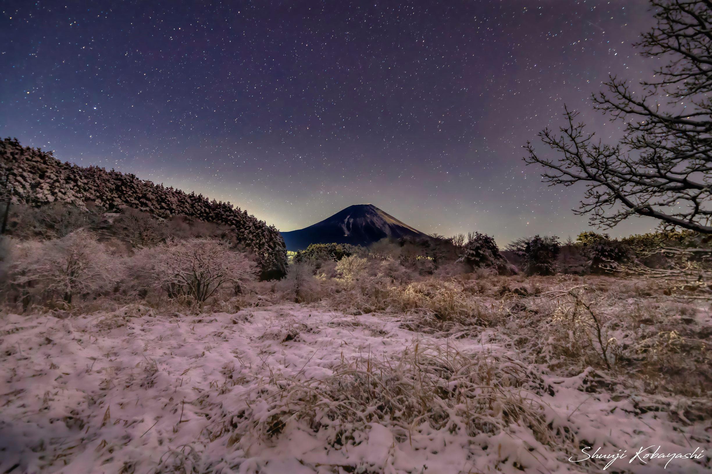 やっと、富士山んが雪化粧をしはじめました。