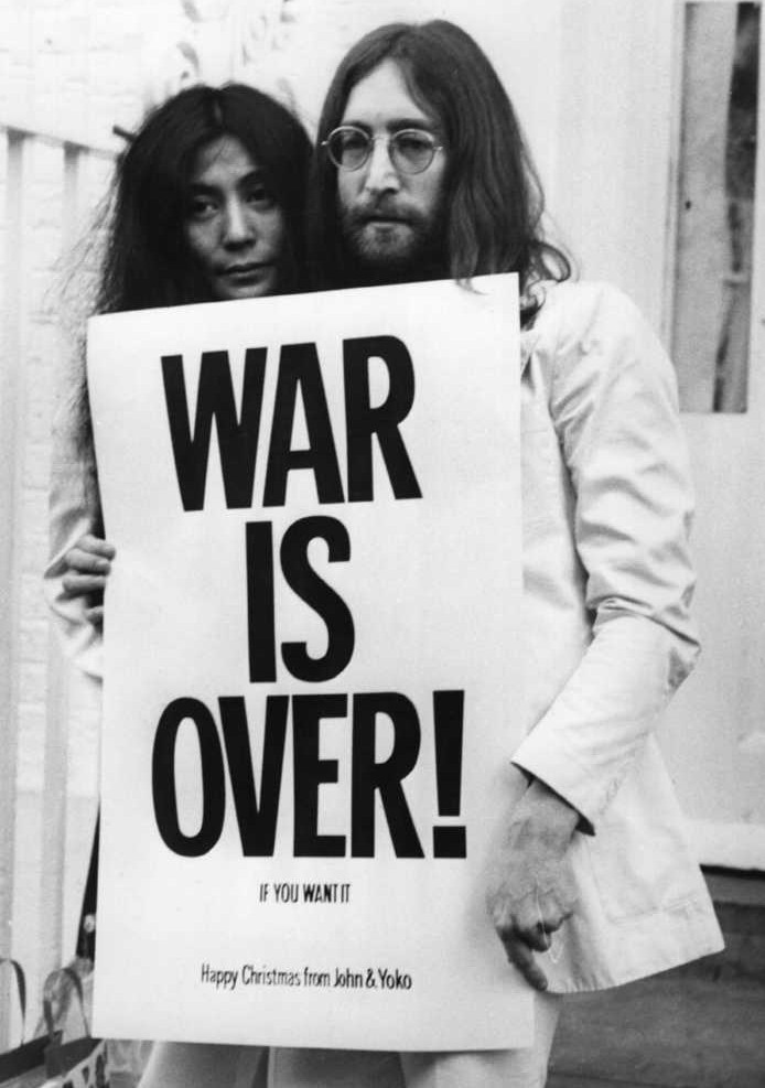 「WAR IS OVER !」ならぬ「PICK ME UP!」