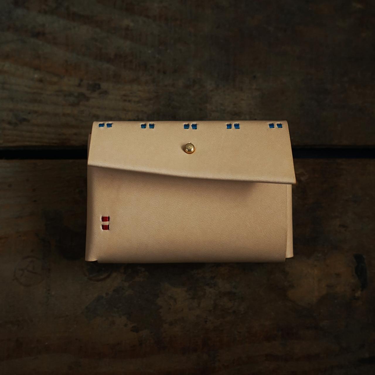 【縫い糸のカスタマイズ】小財布 ヌメ + 縫い糸「青と赤」