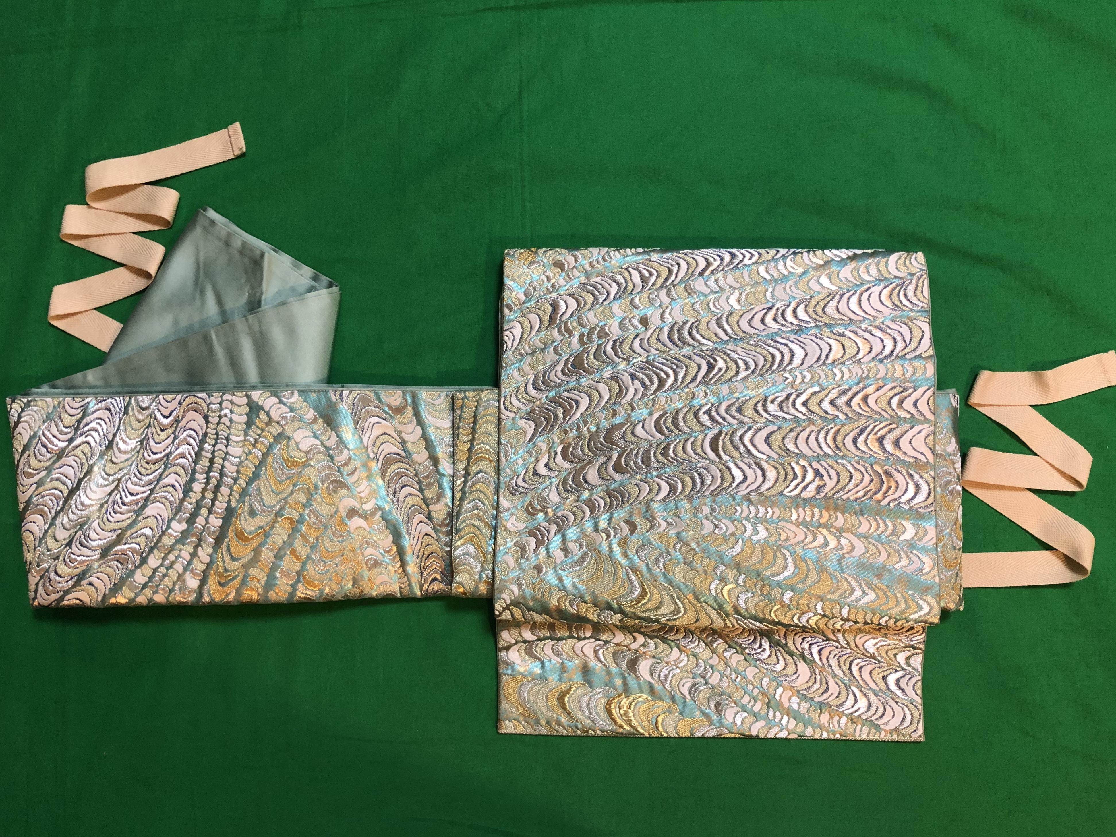 刺繍の袋帯を作り帯にしました。