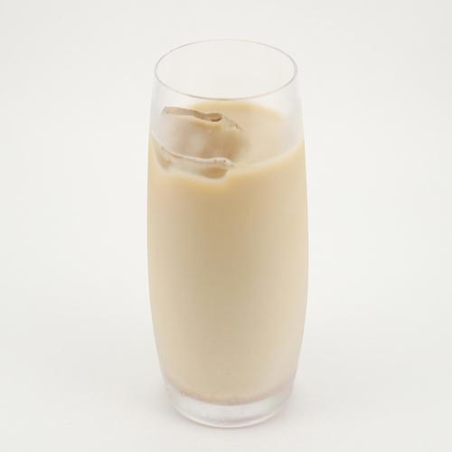 ◆おうちでオリジナルコーヒーカクテル③アマレット×苺カフェオレ
