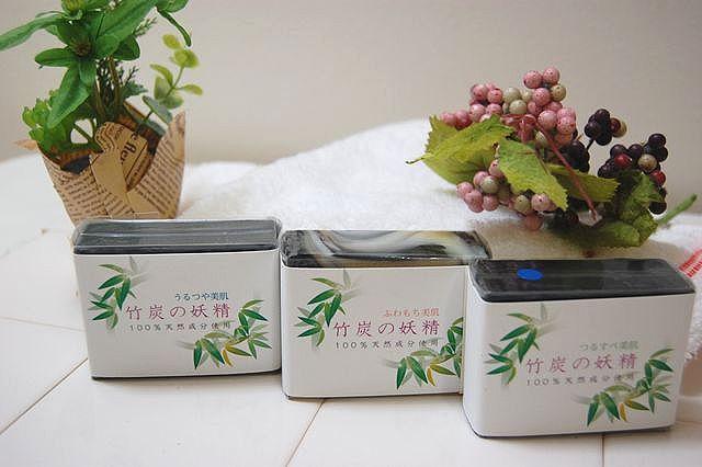 竹炭の妖精石鹸さっぱりとしっとり半分づつが人気です。