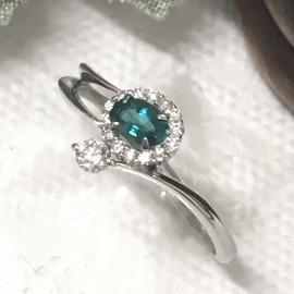 【注目の逸品】静謐なブルーグリーン・・・グランディディエライトのリングのご紹介です!