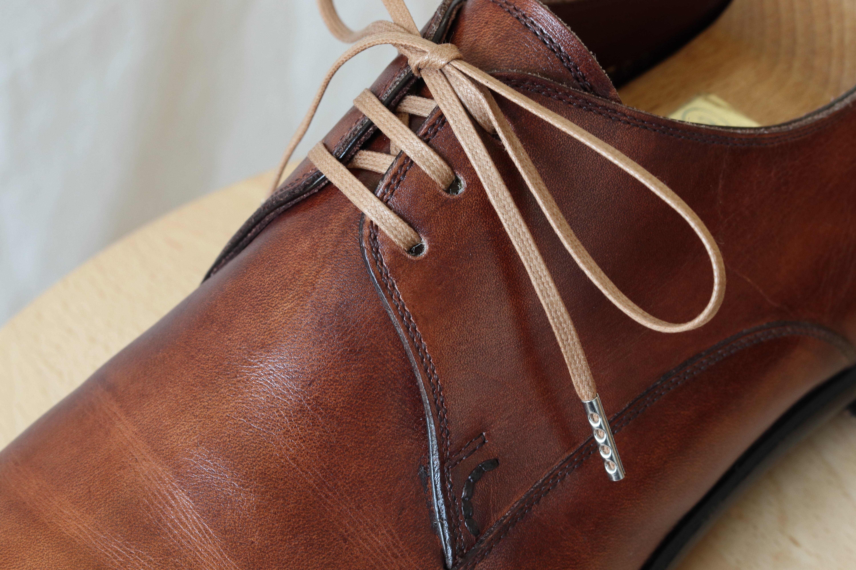 【組み合わせ】「蝋引き靴紐 平紐3mm ダークベージュ」×ブラウンのプレーントゥダービー