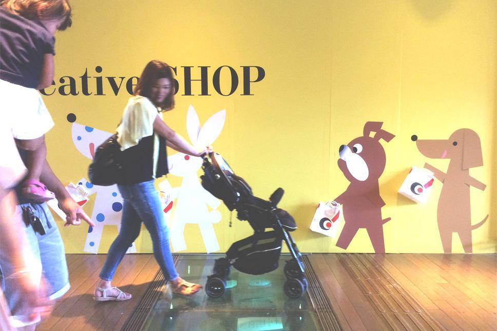 横浜赤レンガ倉庫「creative SHOP」でininkTシャツの販売はスタートしました。