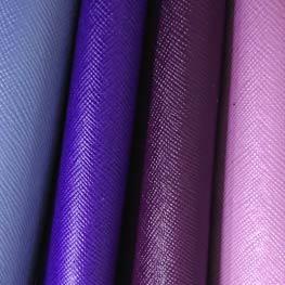 紫のレザーを使用したスマホバッグを考え中💡