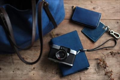 【enku】夏の旅行やおでかけに爽やかなブルーを添えて(藍染革 コインケース)