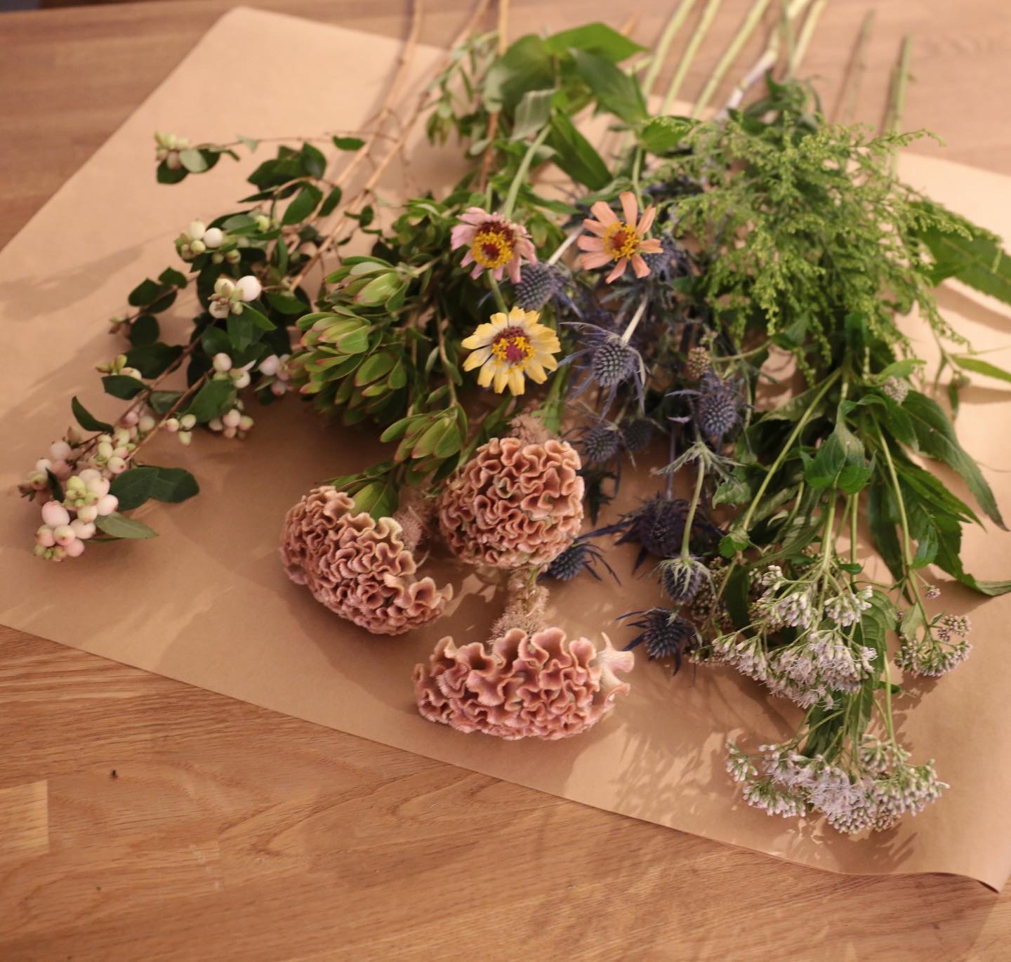 WEEKLY FLOWER / MONTHLY BOUQUET -花のある暮らし-