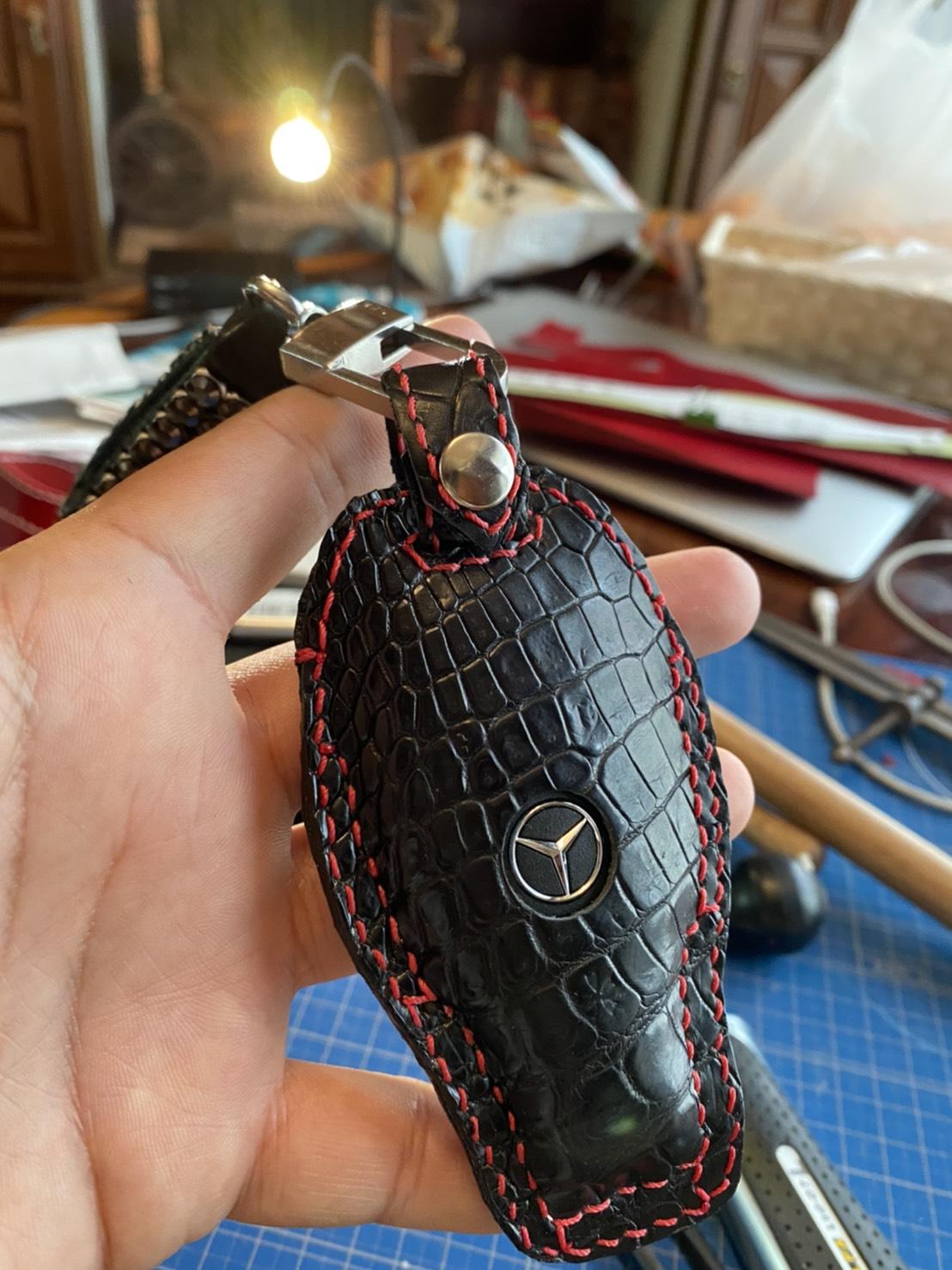クロコ革でメルセデス・ベンツ用のキーレスケースをオーダーメイドで製作しました