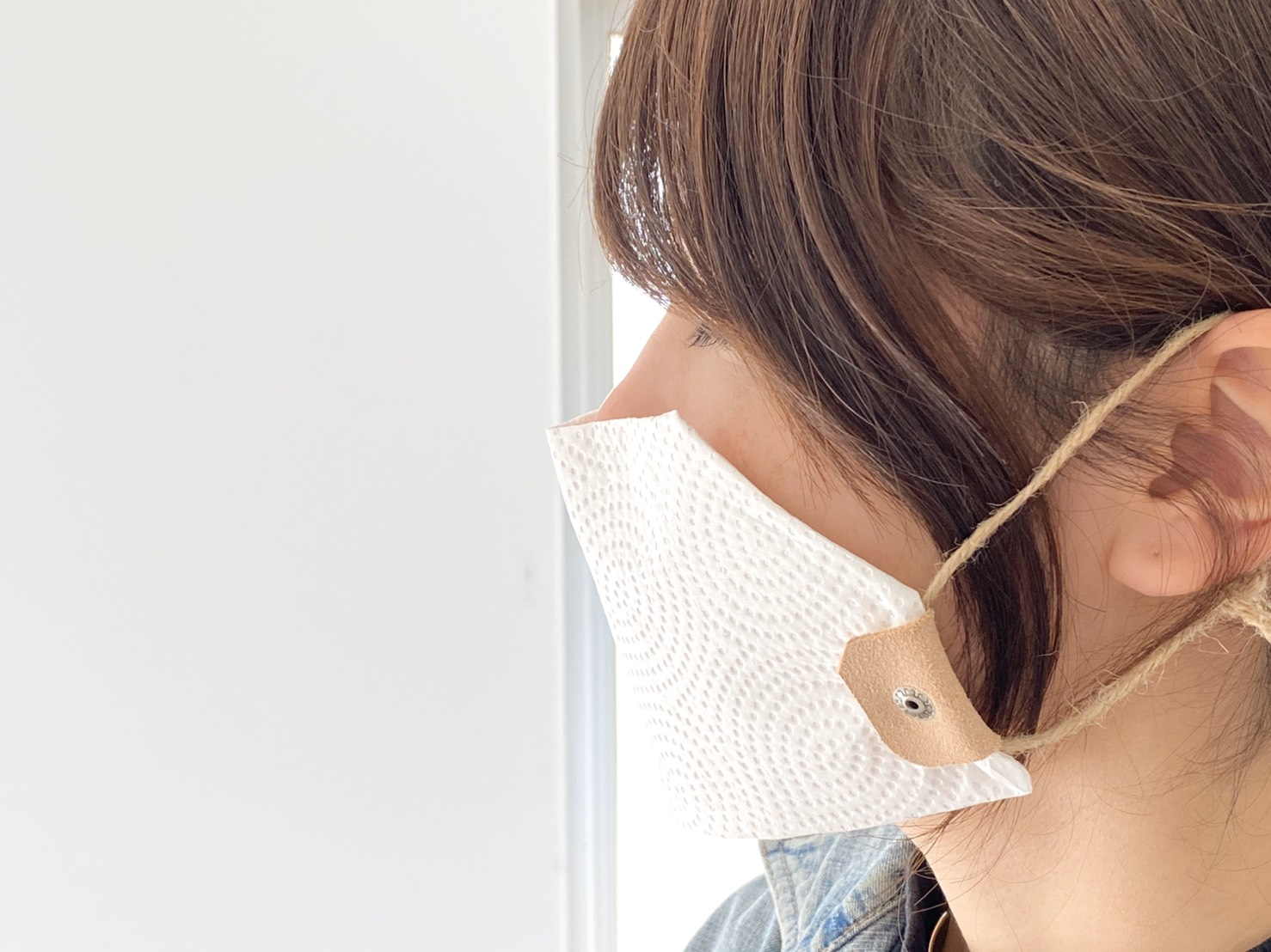 キッチンペーパーと革クリップと麻ひもで作る代用マスク(ワイヤーテープ入り)