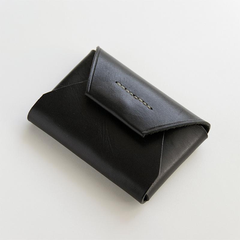 経年変化でとっておきになる革小物 inATAKAN CARD CASE