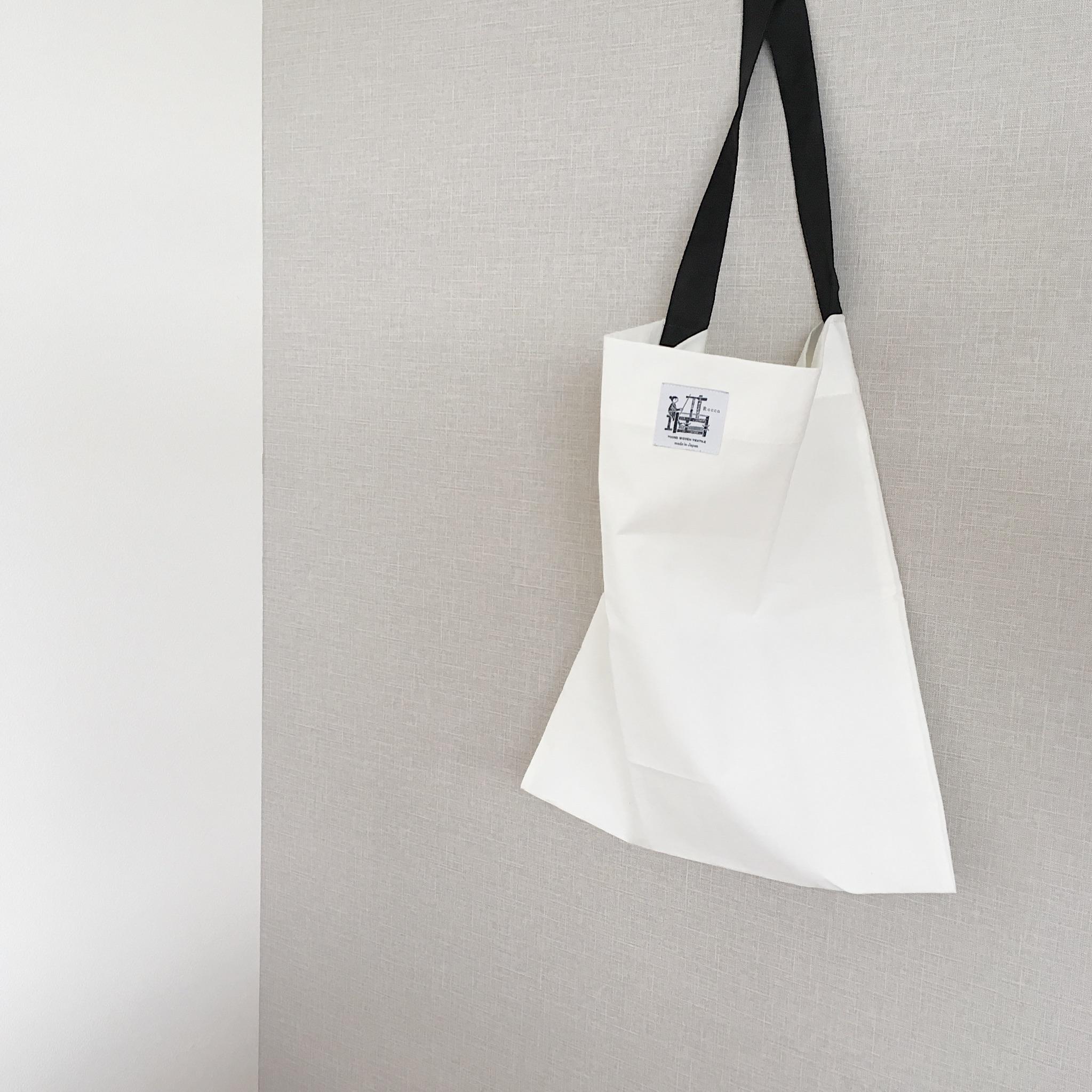 ショールをお買上げのお客様にRocca特製収納袋をお付けします