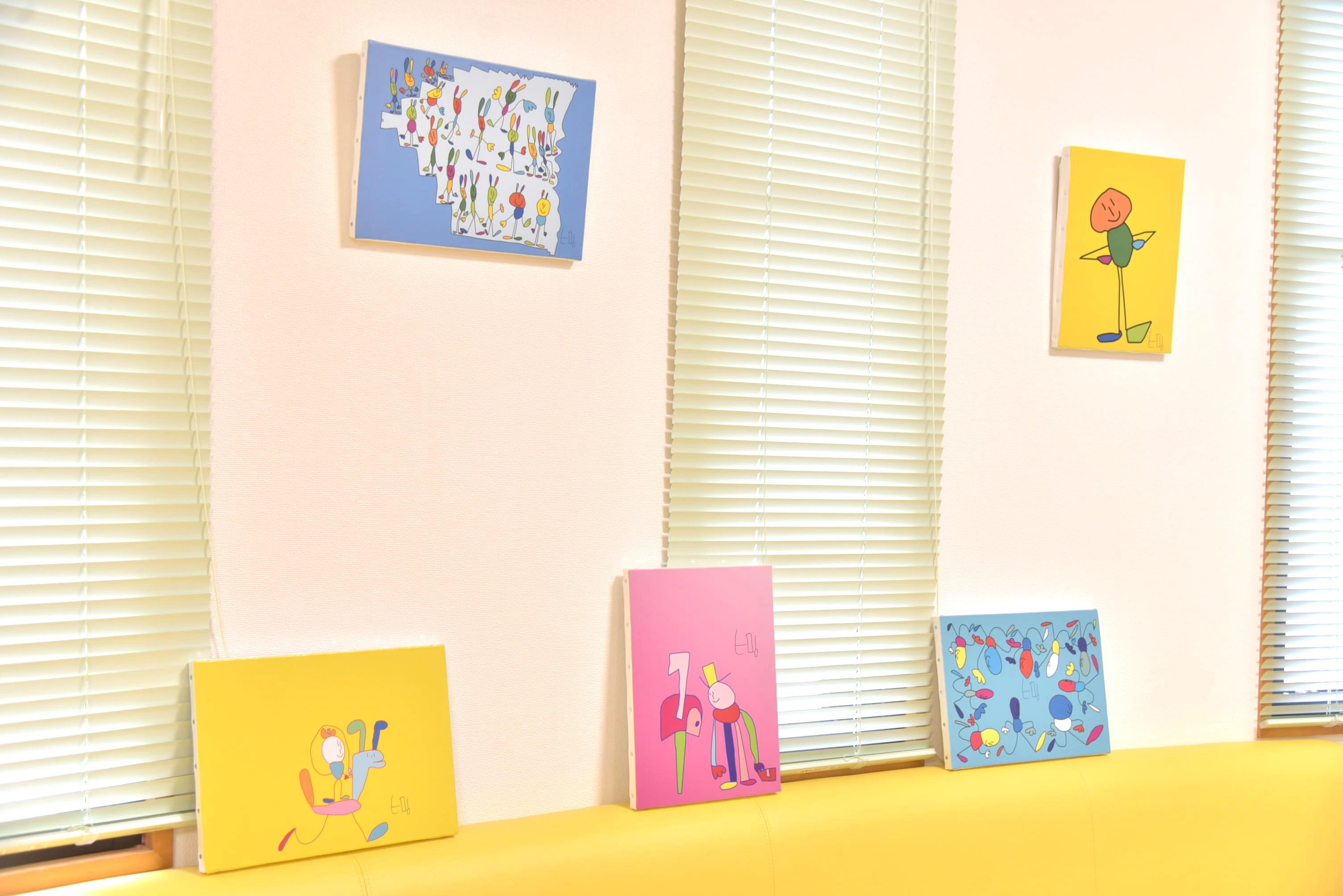 *「うさぎかかし」の特注キャンバス画3枚と各原画をお届け*