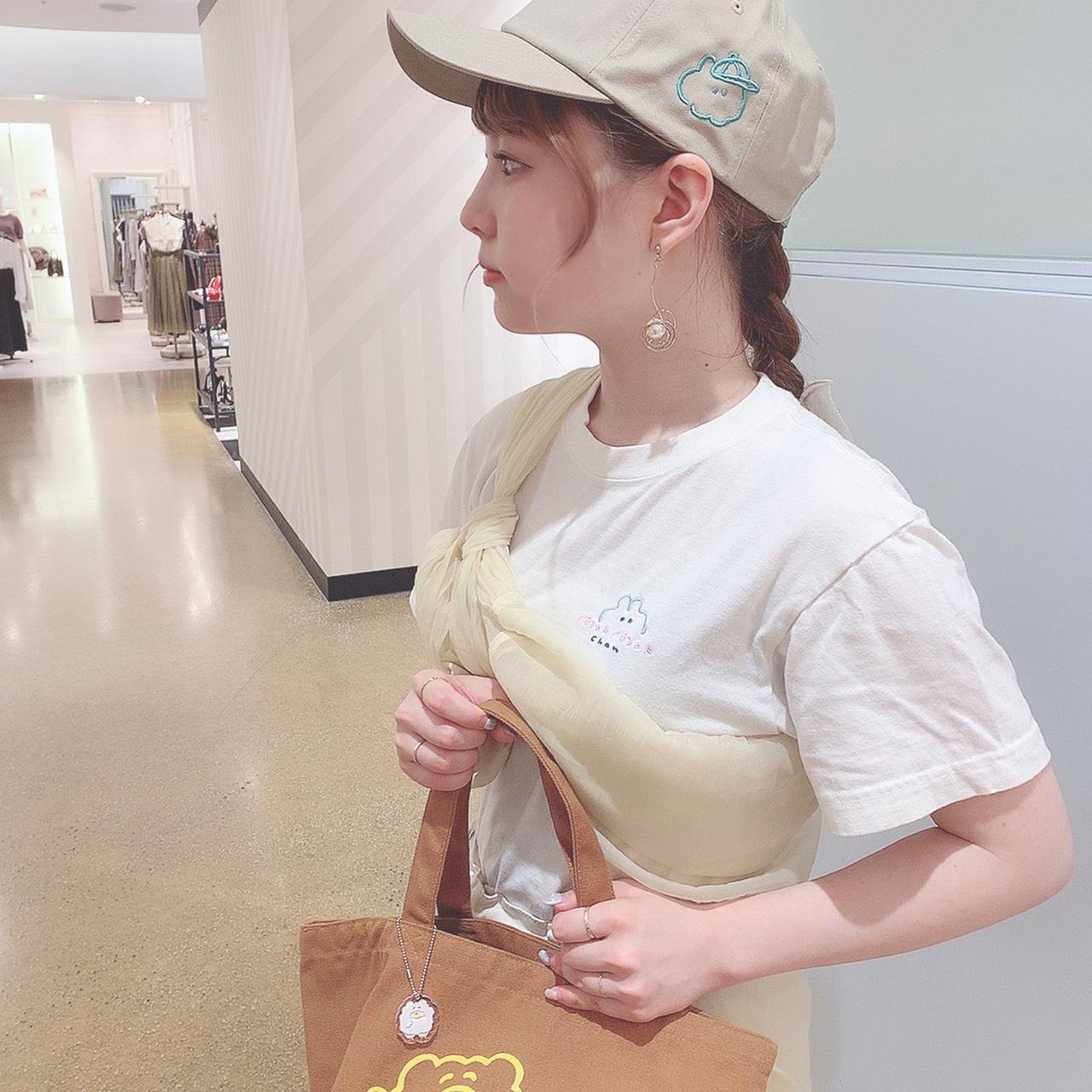 もくもくちゃんスタッフコーデ・01『ウサ刺繍キャップコーデ』