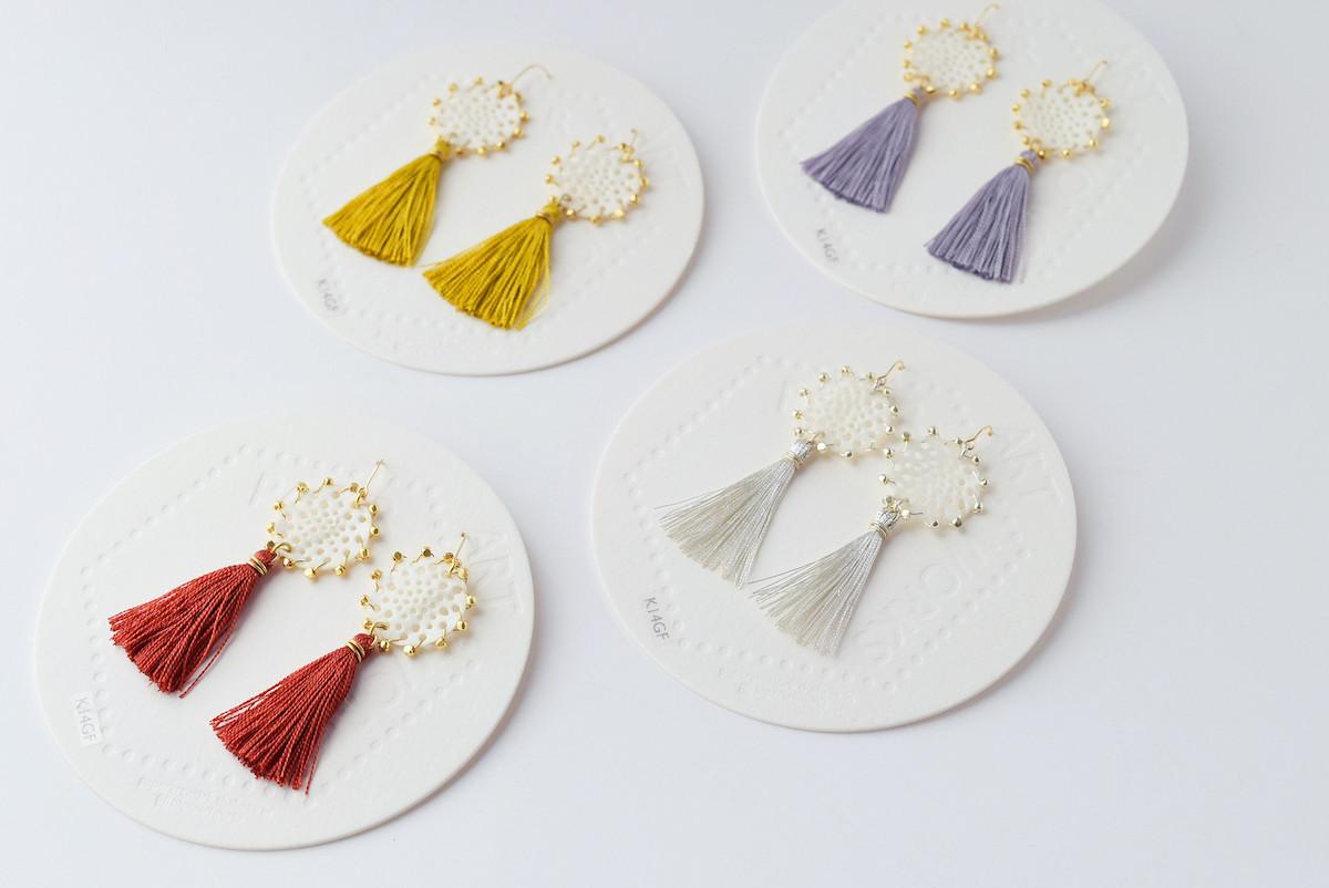 【新商品入荷】手漉き和紙で作ったピアス - silk tassel lace