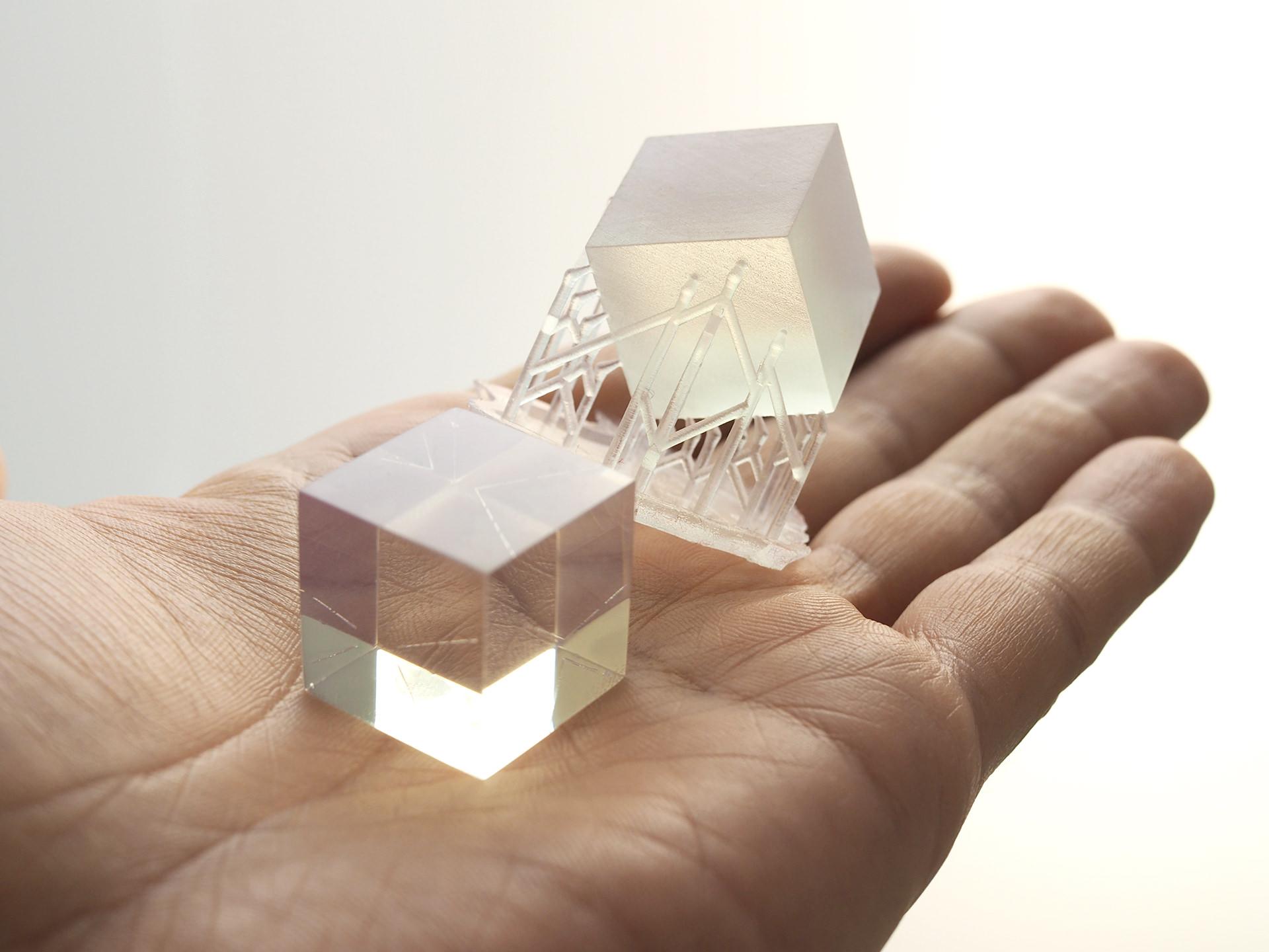 3Dプリントされた透明アクリル素材の研磨事例