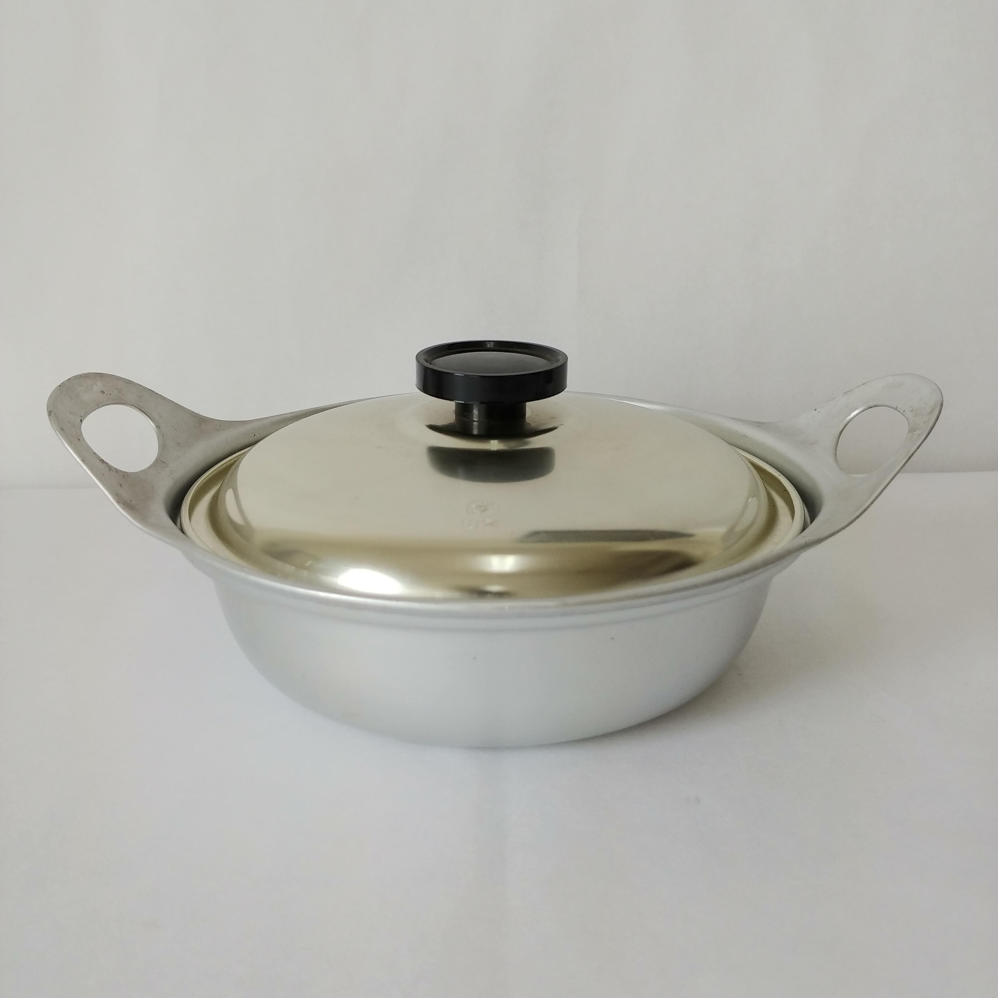 軽くてかわいらしい一人用アルミ鍋