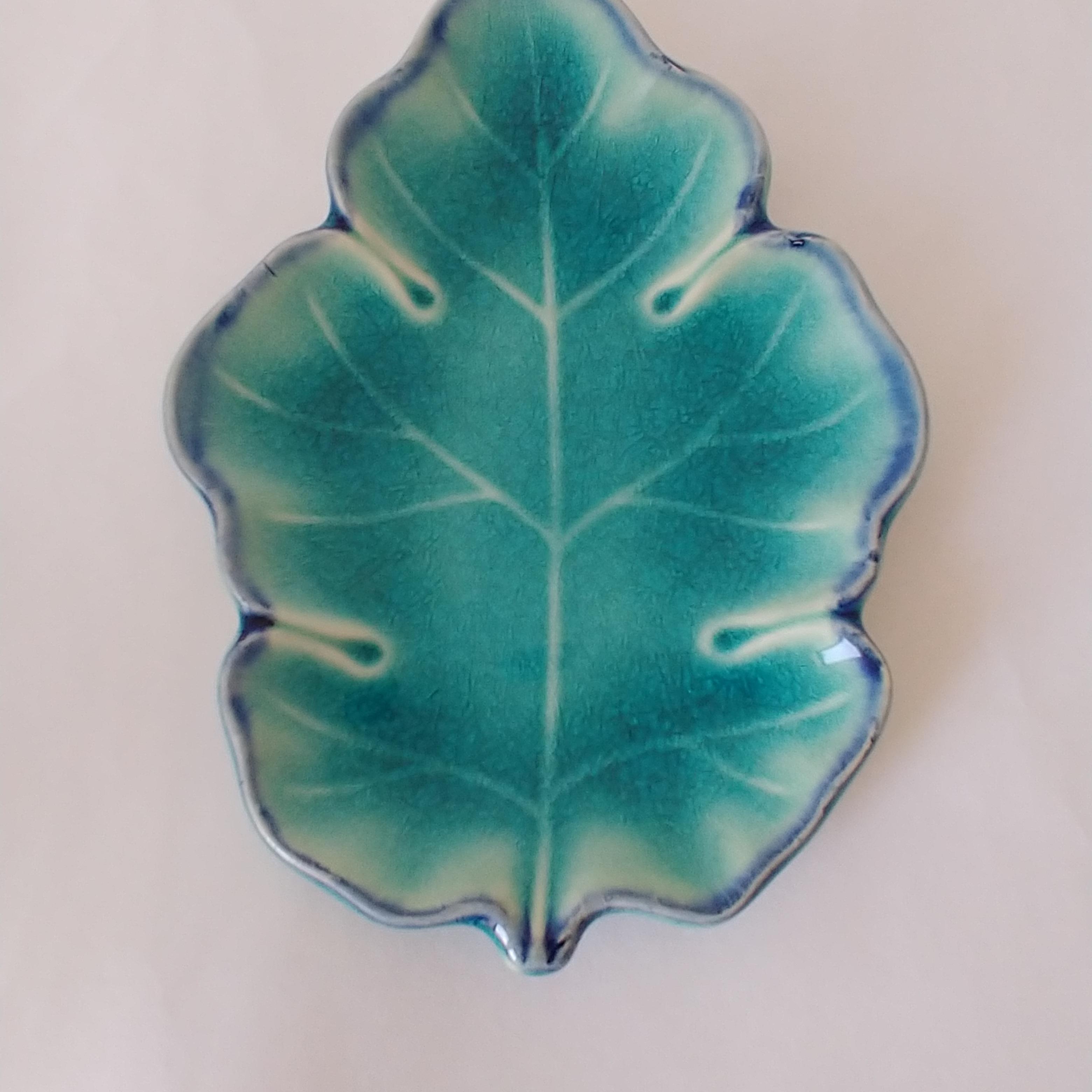 妙にリアルな葉っぱの小皿