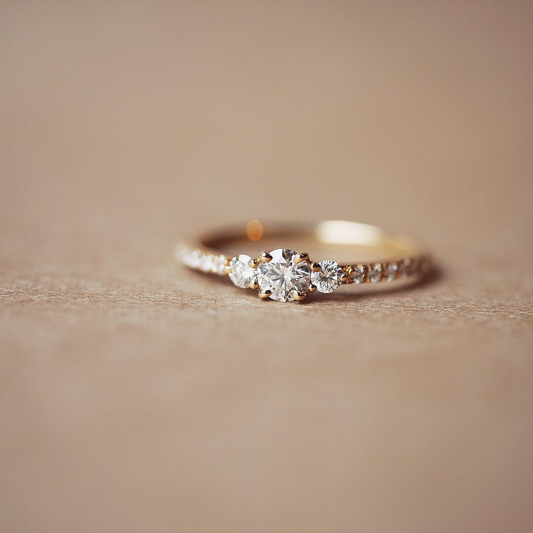 出逢えた奇跡をカタチに。婚約指輪「Comet」