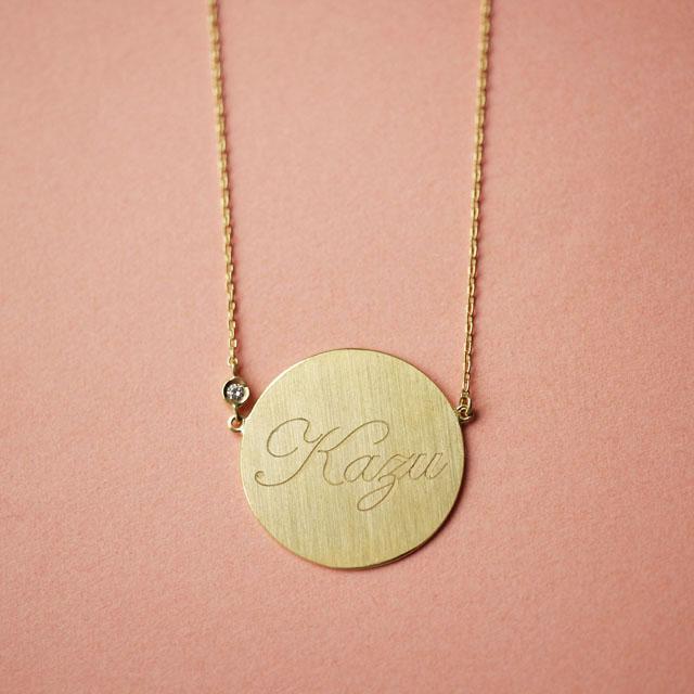 出産祝いや記念日のギフトに♡ゴールドの名入れペンダント「Carry Your Love」